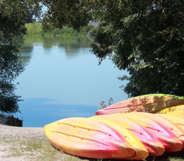 Ecotourisme Avec Kayak vert